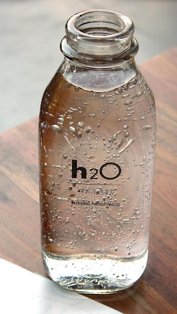 corretta alimentazione bere acqua